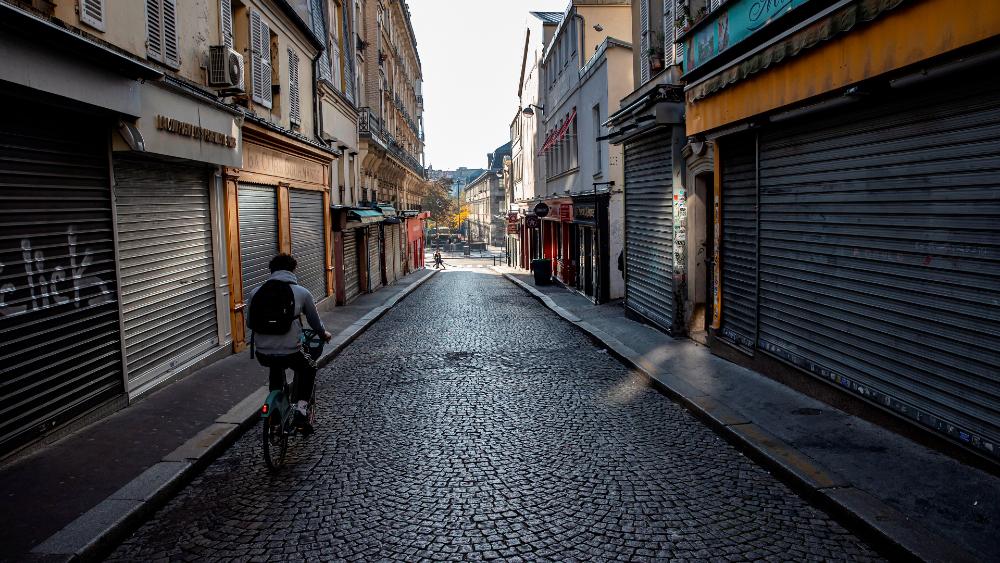 París aplicará más restricciones a partir de las 22:00 h - Foto de EFE