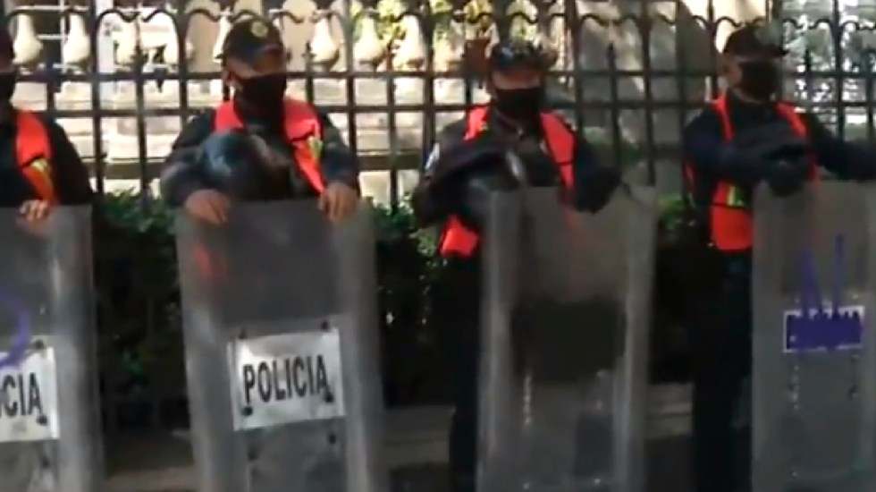 Policías custodian representación de Quintana Roo en Ciudad de México ante posibles protestas - Foto Captura de pantalla