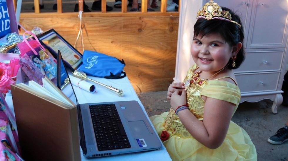 #Video Bella habla en español por primera vez para cumplir el deseo de una niña con leucemia - Foto de EFE