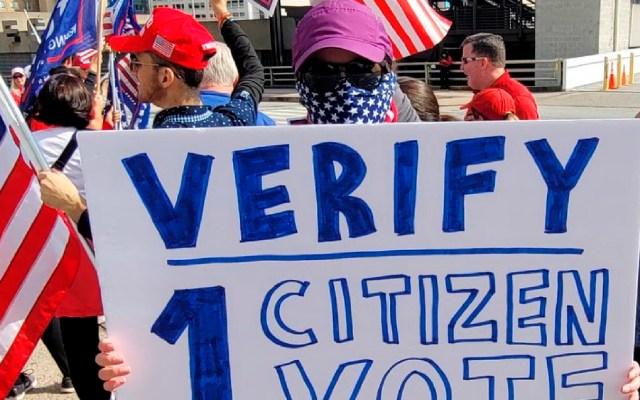 """Facebook cierra grupo proTrump por presuntamente """"llamar a la violencia"""" tras elecciones - Foto Twitter @AmyKremer"""