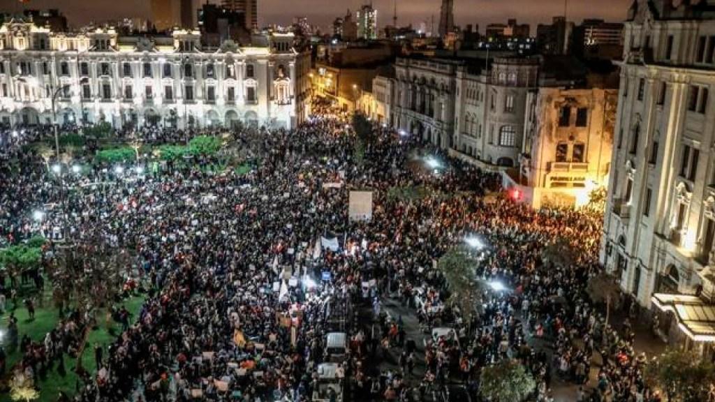 Gobierno transitorio de Manuel Merino en Perú, derribado en seis días de protestas - Foto Twitter @PODEMOS