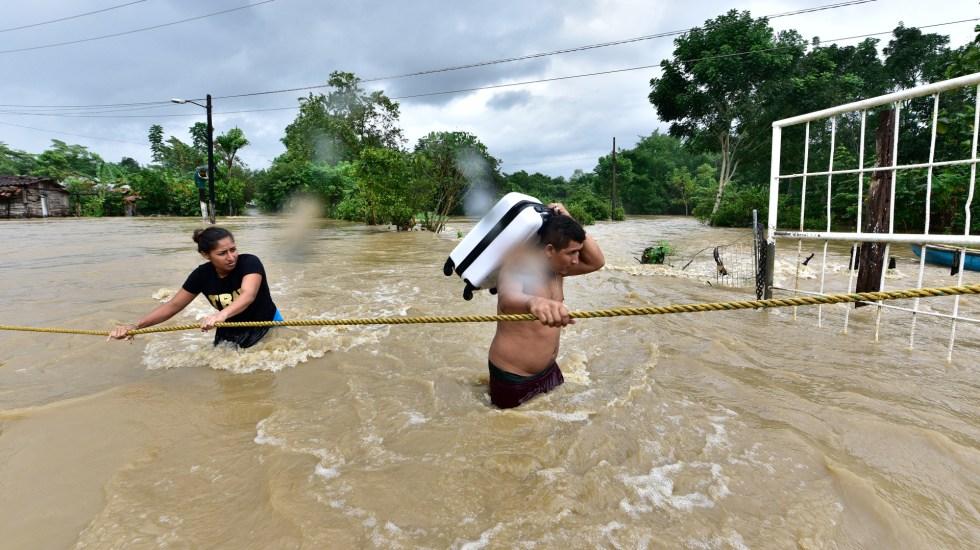 """""""La vamos a librar"""", promete López Obrador a tabasqueños tras inundaciones - Inundaciones en Tabasco. Foto de EFE"""