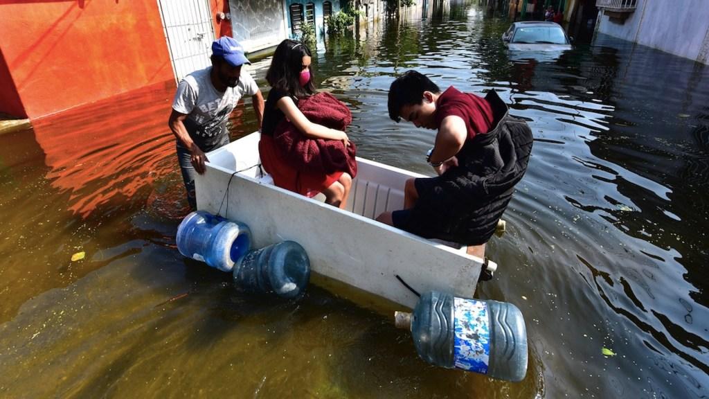 Más de 200 mil personas habrían resultado damnificadas por inundaciones en Tabasco, asegura gobernador - Foto de EFE