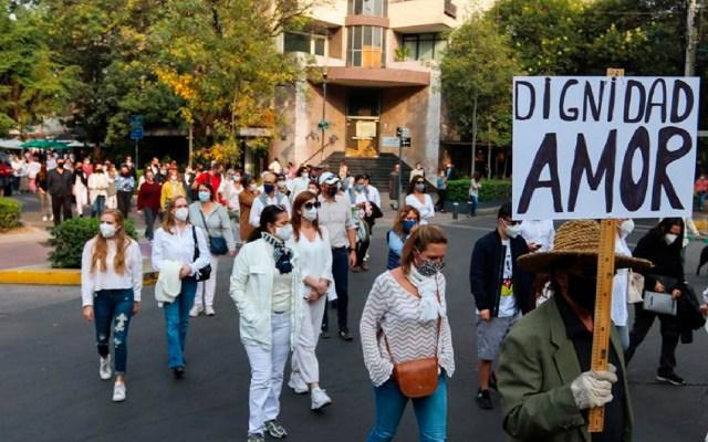 Marchan en la Ciudad de México por la muerte del francés Baptiste Lormand - Unas mil personas exigen justicia por empresario francés asesinado en la Ciudad de México. Foto EFE