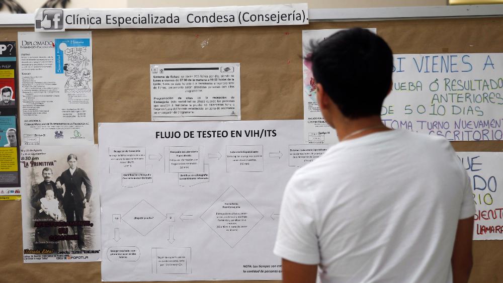 Pacientes con VIH en vilo por la falta de fármacos y el miedo al COVID-19 - Foto de EFE