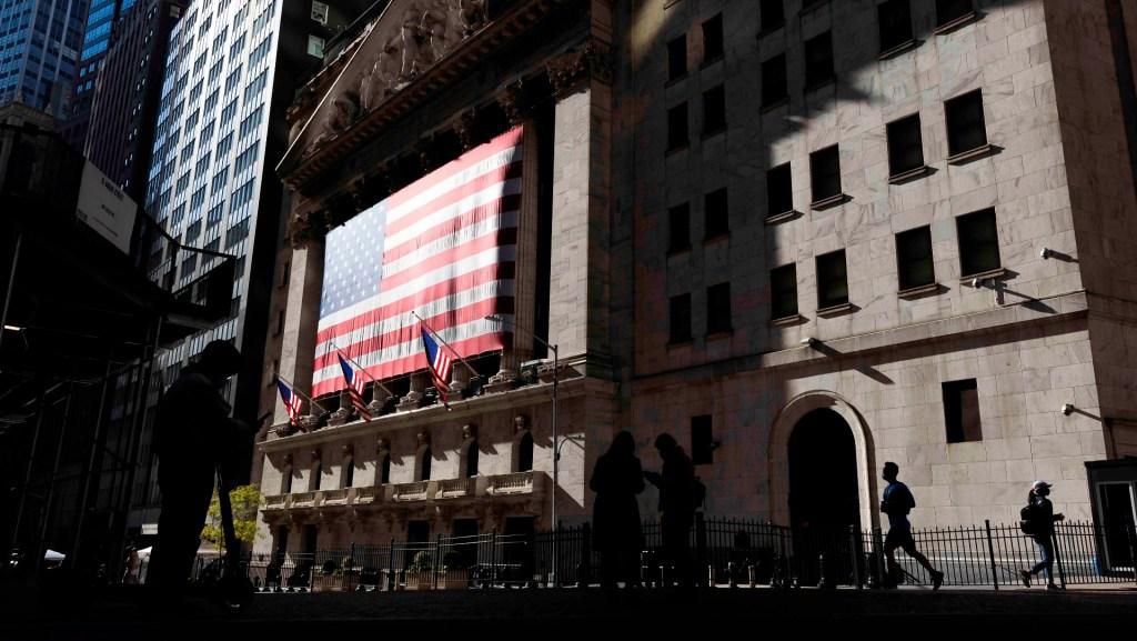 Wall Street abre en rojo y el Dow baja un 0.46 %, en vilo con elecciones en EE.UU. - Foto de EFE