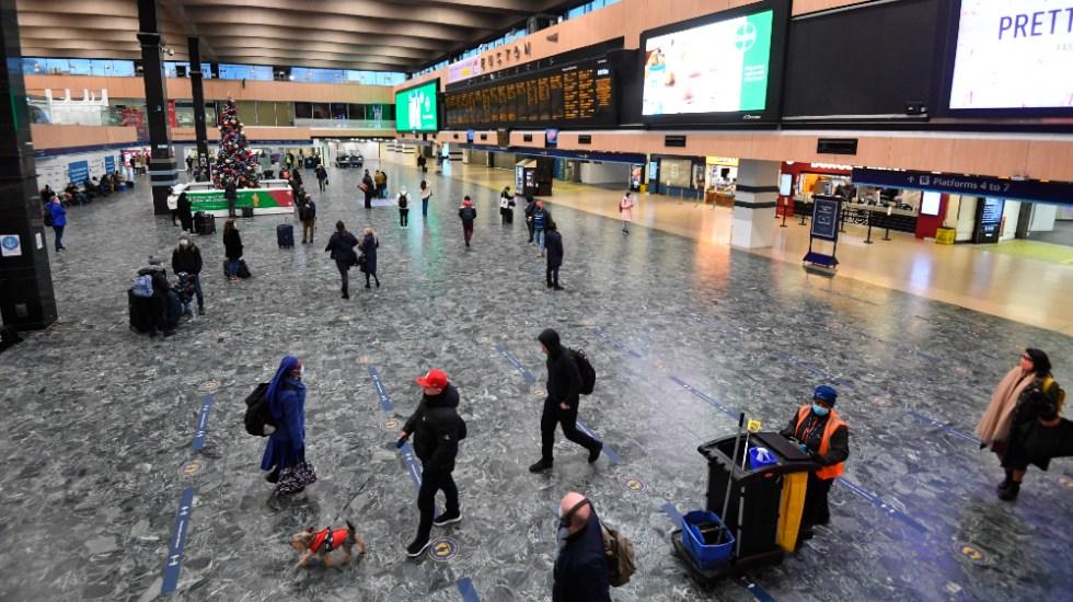 EE.UU. exige un test negativo a los viajeros del Reino Unido a partir del lunes - Viajeros. Foto de EFE