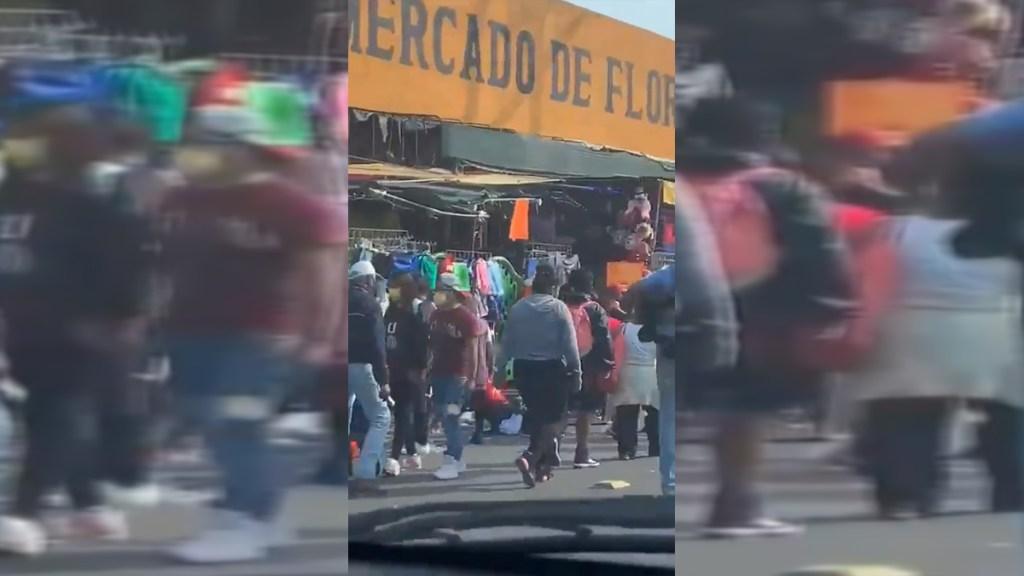 #Video Continúan aglomeraciones en CDMX pese a Semáforo Rojo - Aglomeraciones en inmediaciones del Mercado de Flores Merced. Captura de pantalla
