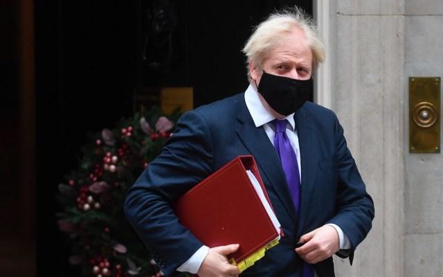 """""""Vacuna nos permitirá recuperar nuestras vidas"""", asegura Boris Johnson tras aprobación para  Pfizer - Foto de EFE"""