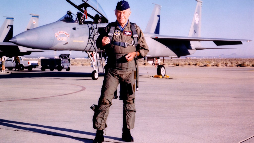 Charles 'Chuck' Yeager, primer piloto en romper la barrera del sonido, murió a los 97 años - Charles Chuck Yeager, primer piloto en romper la barrera del sonido, murió a los 97 años. Foto Twitter @JimBridenstine