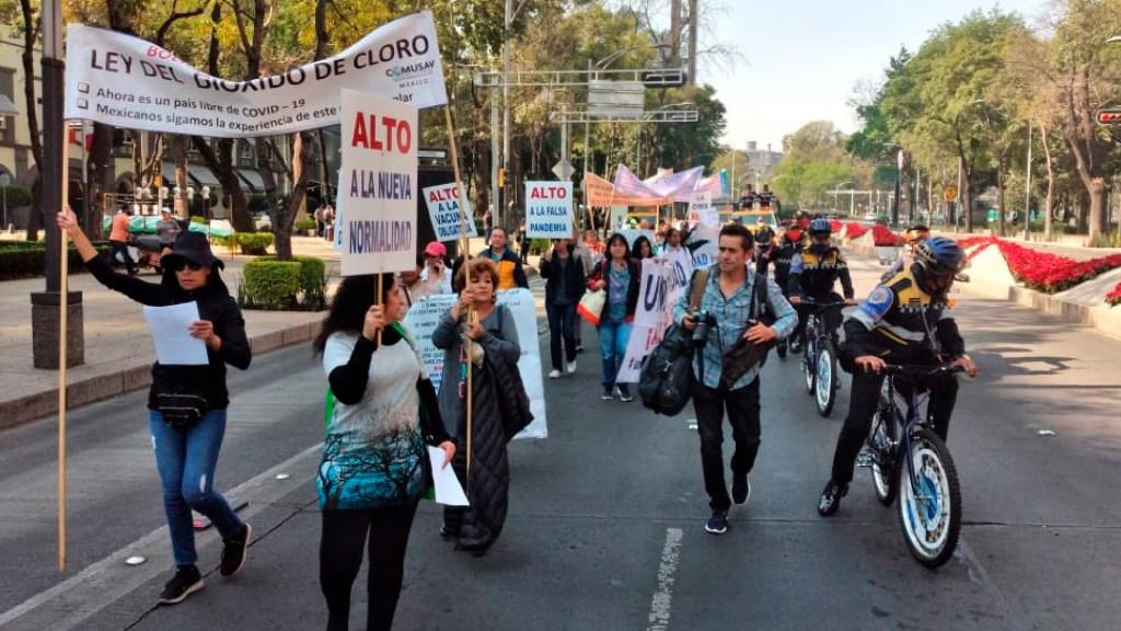 #VIDEO Colectivo marcha en protesta contra el Gobierno capitalino por declarar Semáforo Rojo - Colectivo marcha en protesta contra el GCDMX por declarar Semáforo Rojo. Foto Twitter @MrElDiablo8