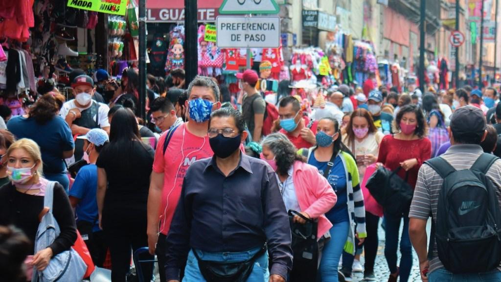 Vacuna no es pase para volver inmediatamente a las actividades, advierten expertos mexicanos - Foto de EFE