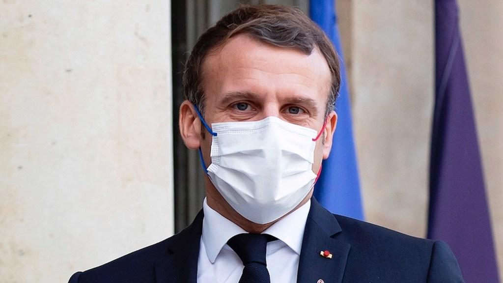 Macron presenta tos, cansancio y fiebre y se mantiene aislado tras dar positivo a COVID-19 - Foto de EFE