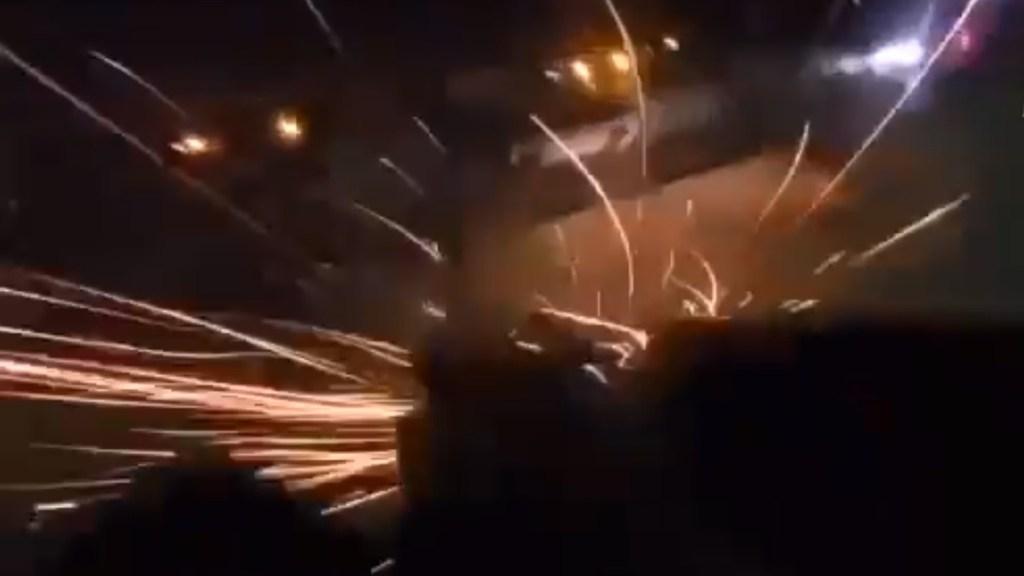 #Video Atacan sujetos armados a Guardia Nacional en Michoacán; enfrentamiento no dejó detenidos - Enfrentamiento entre la GN y civiles armados en Michoacán. Captura de pantalla