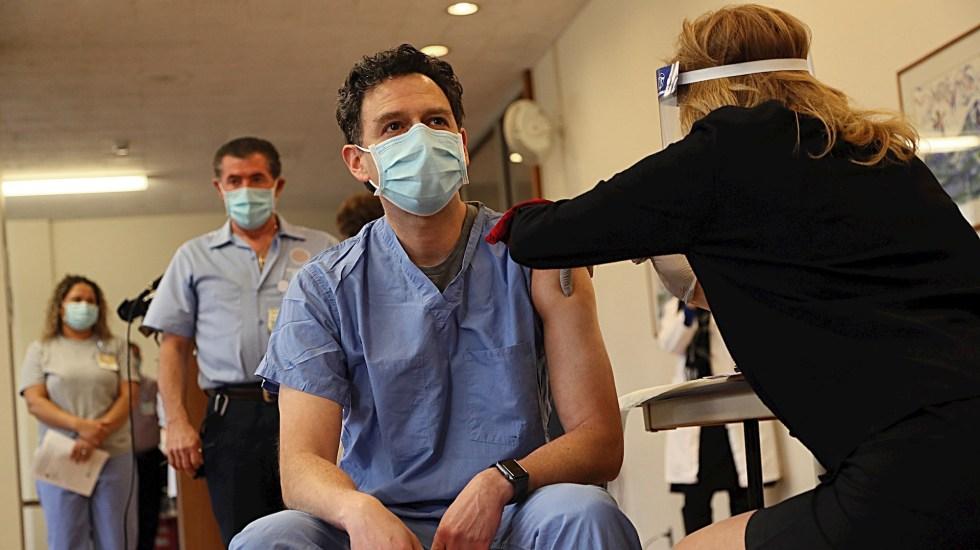 EE.UU. supera las 300 mil muertes confirmadas por COVID-19 - Foto de EFE/EPA/SUZANNE KREITER / THE BOSTON GLOBE EDITORIAL .
