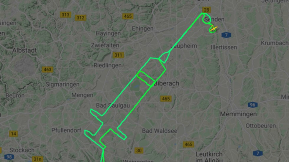 #Video Piloto alemán traza jeringa en el cielo por vacunación contra COVID-19 - Jeringa en el cielo de Alemania. Foto de @flightradar24
