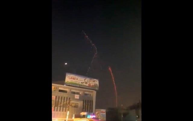 #VIDEO Lanzan cohetes contra Zona Verde en Bagdad, no hay pérdidas humanas - Lanzan varios cohetes contra Zona Verde en Bagdad, sitio donde se encuentra el Parlamento iraquí. Foto Captura de pantalla