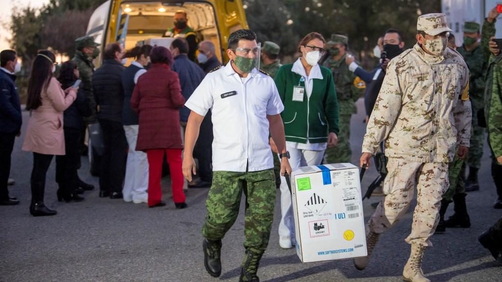 ¿Qué vacunas podrían llegar a México próximamente? - Llegada de vacunas contra COVID-19 a Coahuila. Foto de EFE