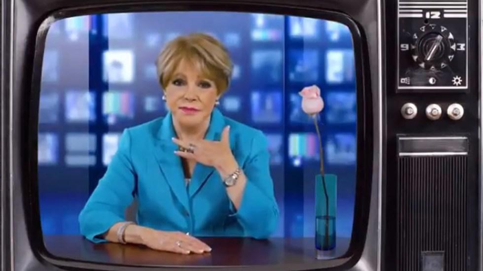 #Video Lanza Lolita Ayala playeras y sudaderas de Phil Barrera - Lolita Ayala recrea problema en la garganta durante noticia. Captura de pantalla