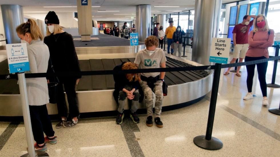 Millones de estadounidenses viajan por Navidad pese al COVID-19 - Foto de EFE