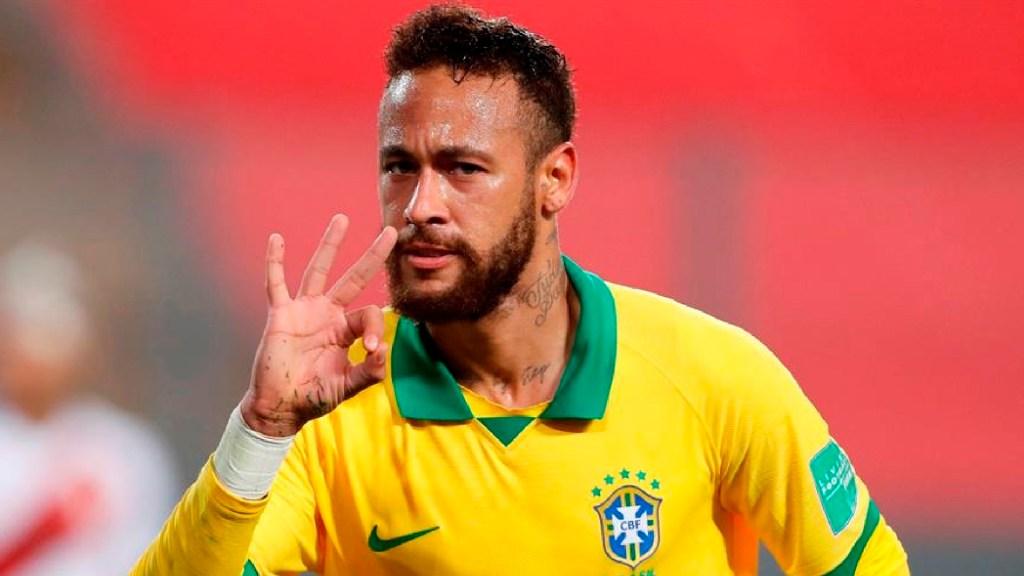 #Video Neymar muestra su cena de Año Nuevo; ironiza los supuestos 500 invitados a megafiesta - Neymar muestra en redes sociales su cena de año nuevo para pocas personas e ironiza los 500 invitados. Foto EFE