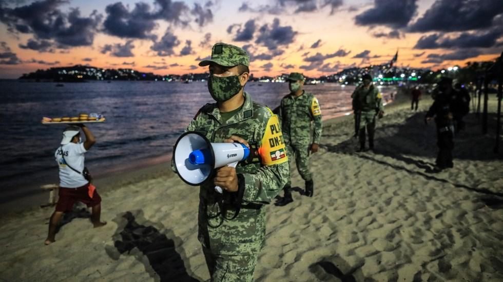 Aplican operativo en Guerrero por cierre de playas ante COVID-19 - Operativo en Acapulco por cierre de playas ante contingencia por COVID-19. Foto de EFE