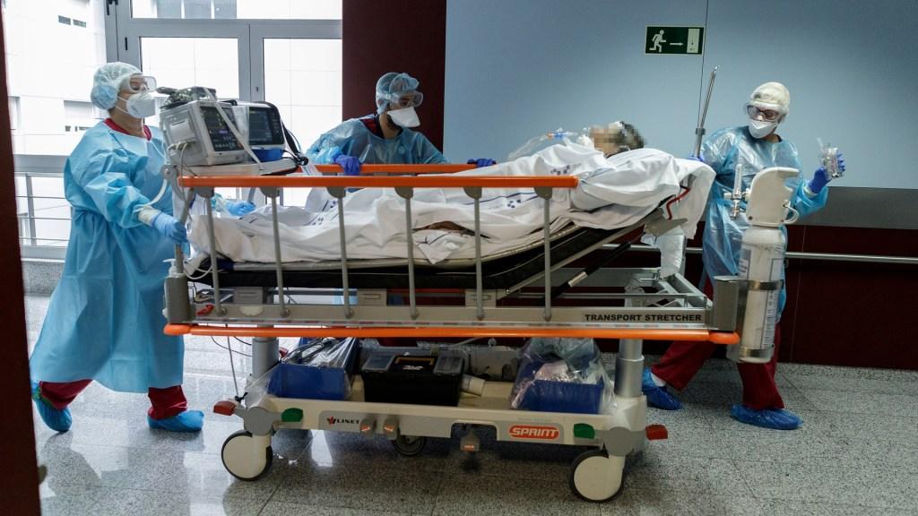 Expertos concluyen que infección por COVID-19 inmuniza hasta 9 meses y protege de reinfección - Paciente de COVID-19. Foto de EFE