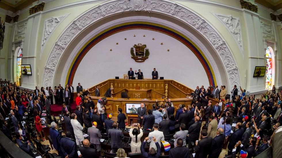 La carencia de integridad electoral en las parlamentarias venezolanas, por Benigno Alarcón Deza y Daniel Zovatto - Fotografía de archivo fechada el 5 de enero de 2016 que muestra la toma de posesión de la Asamblea Nacional por parte de la oposición, en Caracas, Venezuela. Casi 5 años después, todo sigue igual. Foto de EFE/ Miguel Gutiérrez.