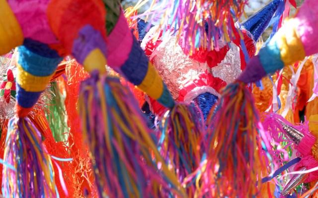 Pide Sheinbaum a jóvenes capitalinos no realizar posadas por COVID-19 - Piñatas. Foto de santiago filio / Unsplash