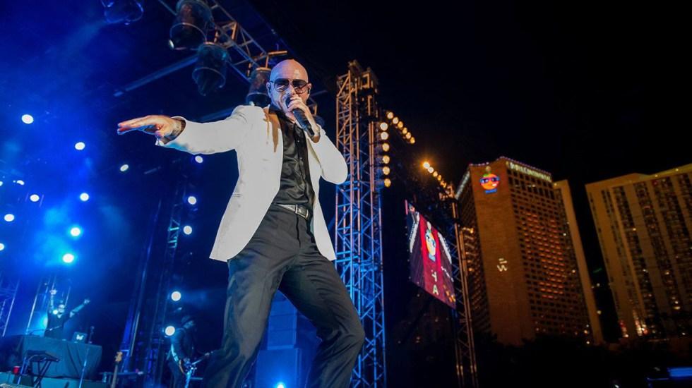 Cancelan en Miami tradicional fiesta de Año Nuevo por COVID-19 - Pitbull en actuación en Bayfront Park Miami por Año Nuevo. Foto de @bayfrontparkmiami