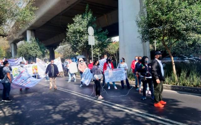 Protestan trabajadores de la Salud de 30 hospitales para exigir equipos de seguridad e insumos - Protestan trabajadores de la salud de 30 hospitales para exigir equipos de seguridad. Foto Twitter @Rags773