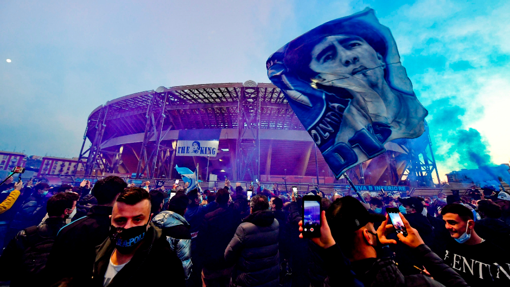 """Nápoles rebautiza su estadio de futbol como """"Diego Armando Maradona"""" - Foto de EFE"""