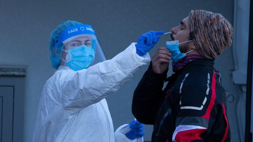 EE.UU. rompe récord de nuevos contagios de COVID-19 por segundo día consecutivo con 225 mil 594. Noticias en tiempo real