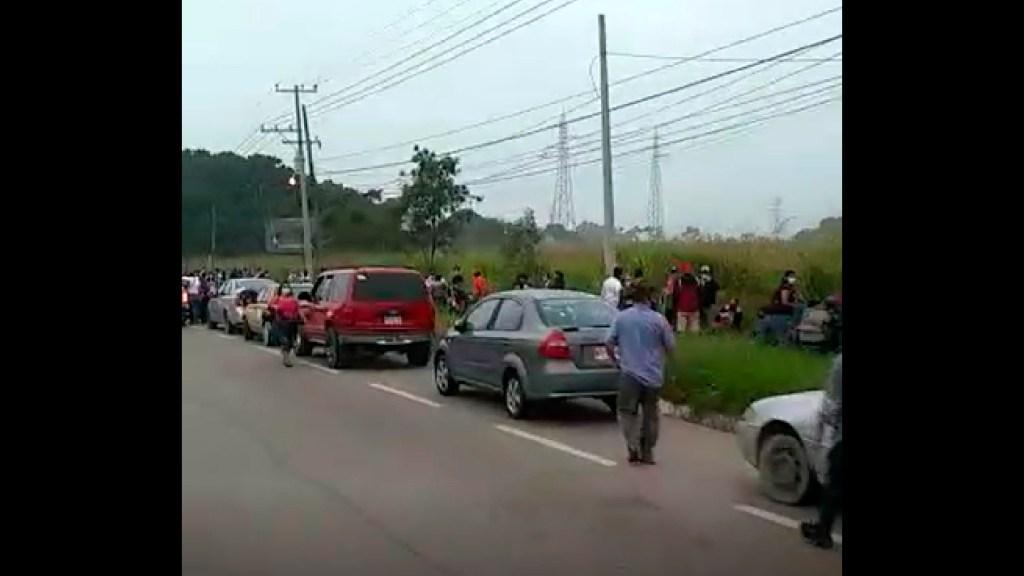 #VIDEO Entrega de apoyos en Tabasco por inundaciones desata congregación de personas - Tumultos de personas intentan cobrar apoyos en Tabasco por inundaciones, en medio de pandemia por COVID-19. Foto Captura de pantalla