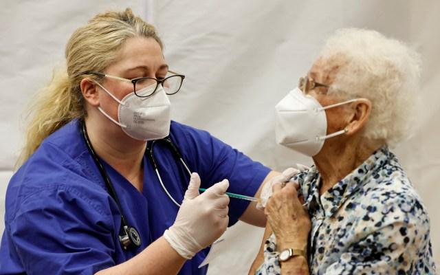 Arranca Europa vacunación contra COVID-19 con ancianos y personal sanitario - Vacunación contra COVID-19 en Alemania. Foto de EFE