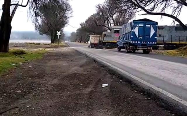 #Video Chofer de camión intenta ganar el paso a tren en Veracruz, termina fuertemente impactado - Accidente Tren Camión Veracruz paso