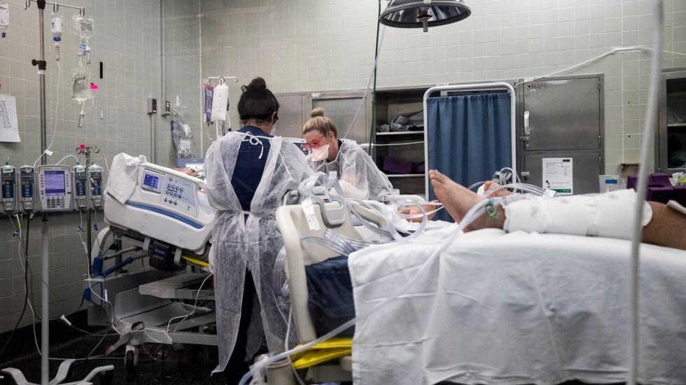 EE.UU. roza las 484 mil muertes y supera los 27.5 millones de casos por COVID-19 - Atención de pacientes de COVID-19 en California, EE.UU. Foto de EFE