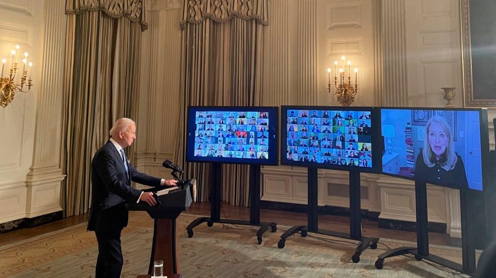Biden toma juramento a mil funcionarios de la nueva Administración - Biden toma juramento a mil trabajadores de la nueva administración. Foto Twitter @jeneps