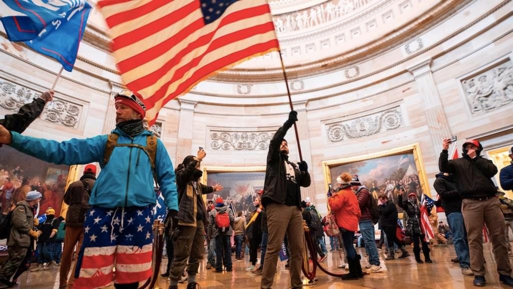 """""""Somos el partido de la ley y el orden"""", pide Trump a sus seguidores respetar la ley tras toma del Capitolio - Foto de EFE"""