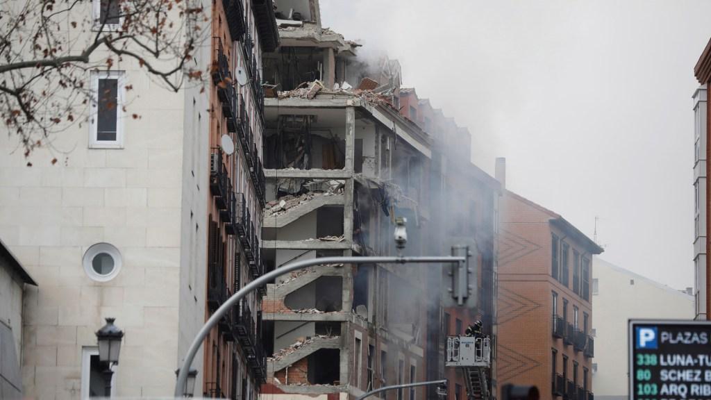 #Video Confirman dos muertos por explosión en edificio de Madrid - Cuatro de los seis pisos del edificio resultaron dañados por la explosión en Madrid. Foto de EFE