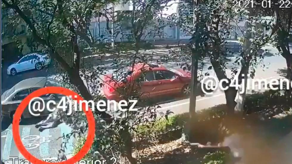 #Video Así asesinaron al empresario Martín Rodríguez en la Nápoles - Dos sujetos asesinan a empresario en la colonia Nápoles; hieren a su escolta. Foto Captura de pantalla