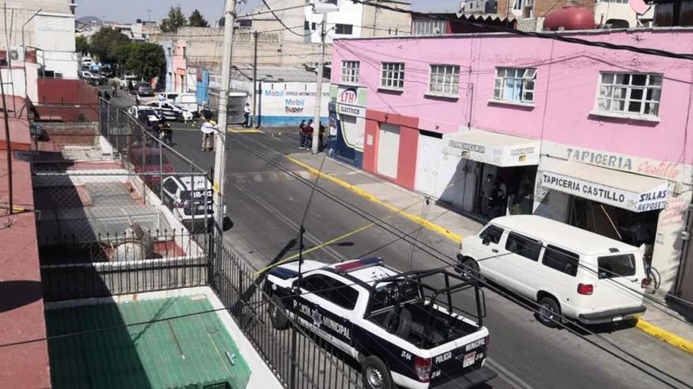 Balacera en Tlalnepantla deja dos policías muertos - Escena del crimen de dos policías en Tlalnepantla. Foto de @_NUMexico