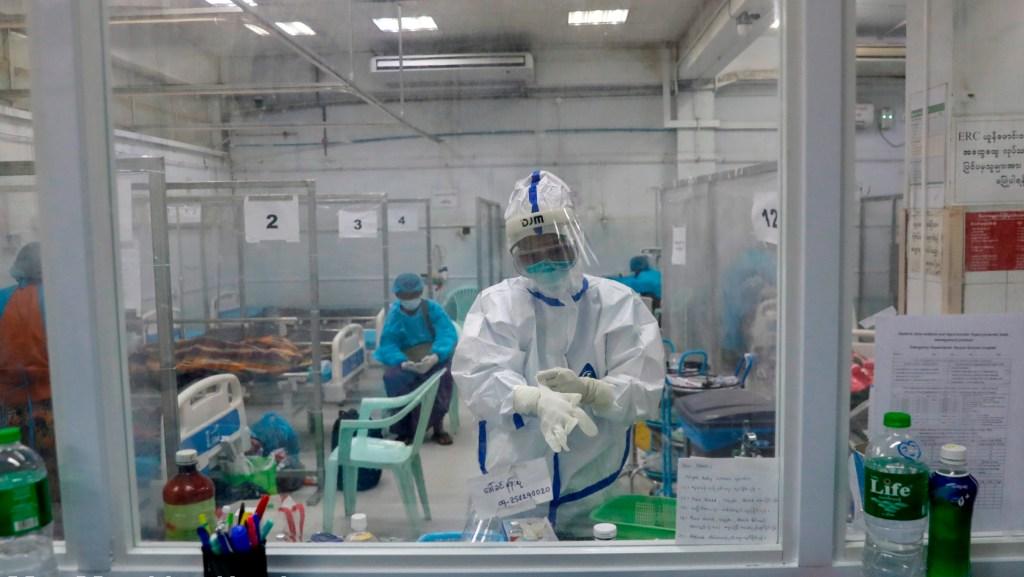 COVID-19 empieza el 2021 con una cifra récord de casi 14 mil muertes al día - Foto de EFE