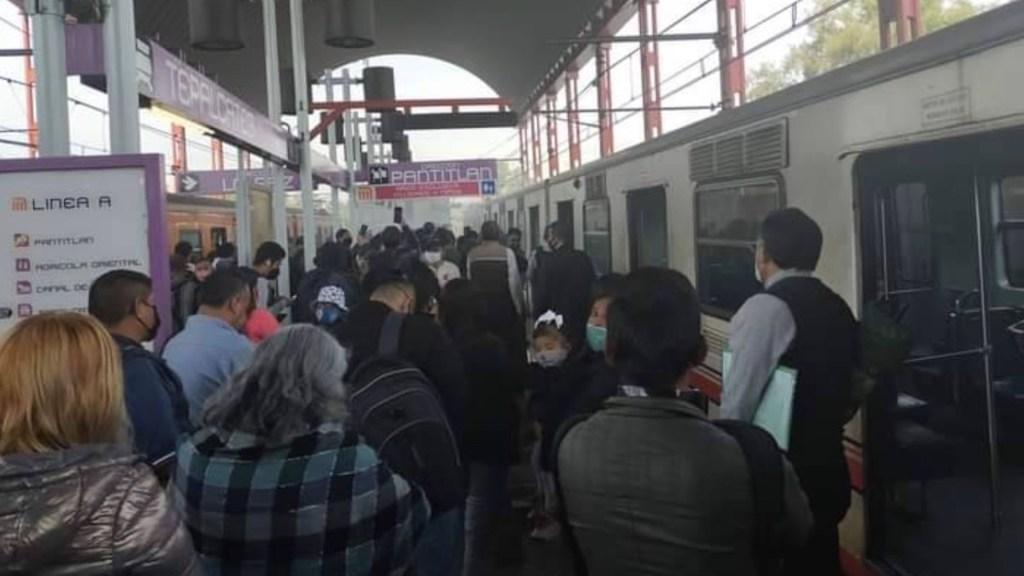 #Video Incendio en vagón del Metro en estación Tepalcates provoca desalojo de usuarios - Foto de @ApoyoVial