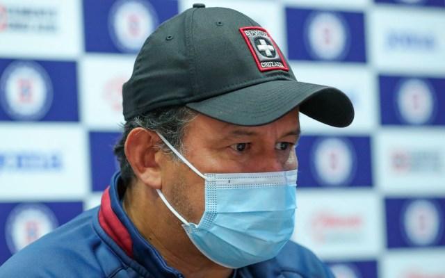 Juan Reynoso defiende al 'Cata' Domínguez ante críticas de aficionados de Cruz Azul - Juan Reynoso defiende al 'Cata' Domínguez ante críticas de aficionados de Cruz Azul. Foto Twitter @CruzAzulCD