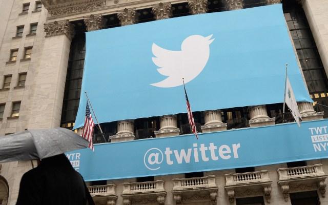 Twitter defiende veto a Trump pero lo ve como un precedente peligroso - Logo de Twitter en edificio. Foto de EFE