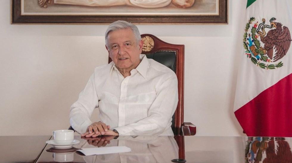 López Obrador cumple una semana con COVID-19 y un país enfermo de desinformación - López Obrador desde oficina en Palacio Nacional. Foto de @lopezobrador