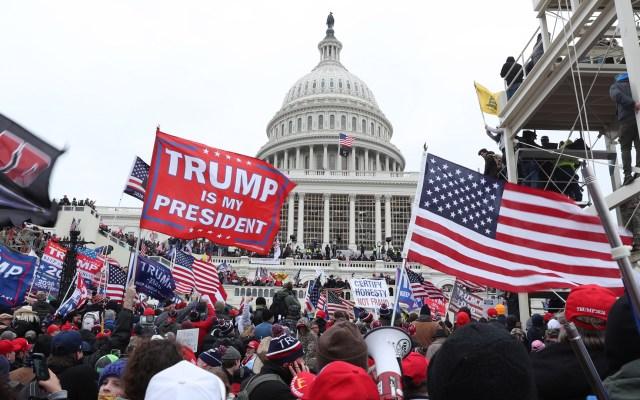 Dictan en EE.UU. la primera condena de cárcel por asalto al Capitolio - Manifestación a favor de Trump en el Capitolio. Foto de EFE