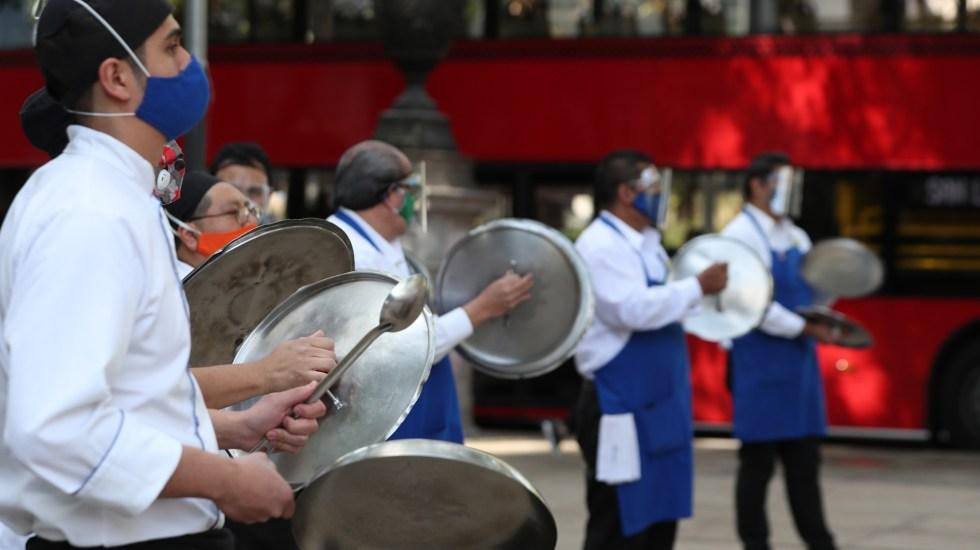 Ciudad de México cede ante presiones para permitir reapertura de restaurantes - Manifestación del gremio restaurantero en la CDMX. Foto de EFE