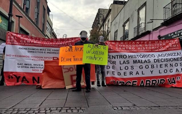 #Video Restauranteros en CDMX exigen con 'cacerolazo' reabrir en pandemia - Manifestación del sector restaurantero en CDMX. Foto de @Mariocruz1294